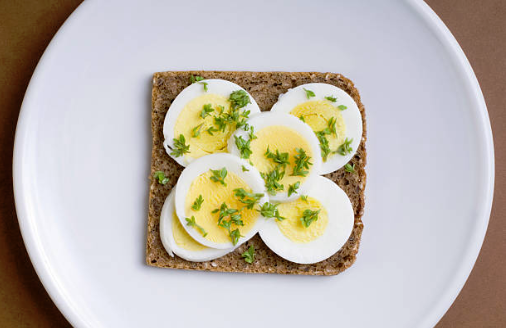 oeuf sur pain grillé collations healthy